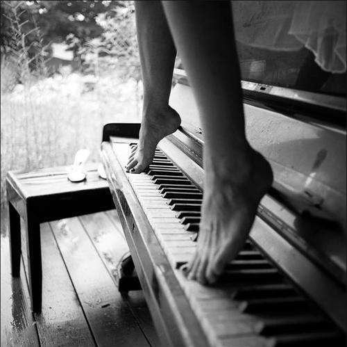 barefeet, black and white, female, legs, music, music for the soul, piano, shemale, tori amos
