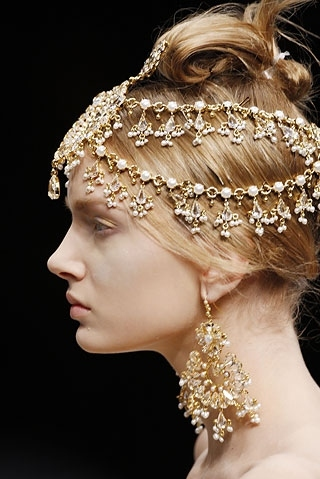 alexander mcqueen, anyfashion, blonde, fashion, jewelery, jewels, jewerly, lily donaldson, model, pale, profile, runway, runway details