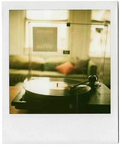 bringing me back to 8:31, disco, long play, music, polaroid, poloaroid, record, record player, records, retro, tunes, vinil, vinilos, vinyl, vinyl records