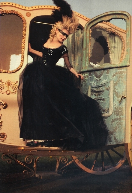annie leibovitz, ball gown, black, black dress, costume, film