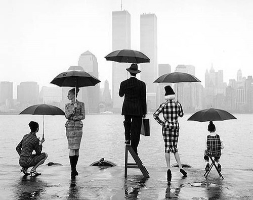 bg:city, black and white, checkered, city, harbour, jetty, pose, rain, sea, skyline, twin towers, umbrella
