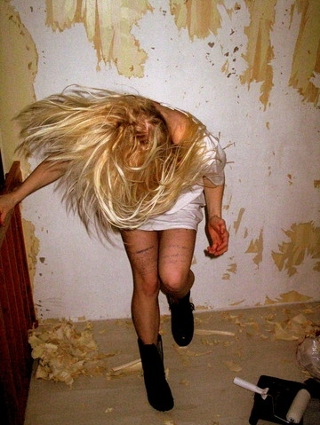 blond, blonde, dance, drugs, girl, hair, roller, step, wall