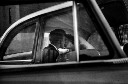 50s, amor, beijo, black and white, car, couple, kiss, kissing, love, old times, pg47, wedding