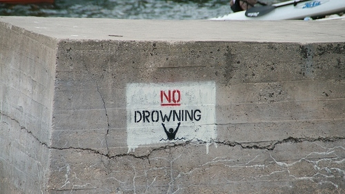 Art Drowning Duendes Funny Lol Sign