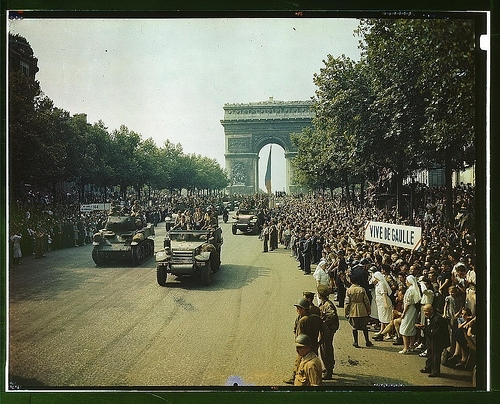 1940s, crowd, france, paris, polaroid, street