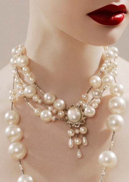 fashion, jamie nelson, neck, necklace, pearls, red lips
