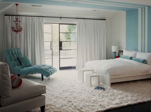 bedroom, beds bg:room bg:bedroom, soft blue, striped, white carpet