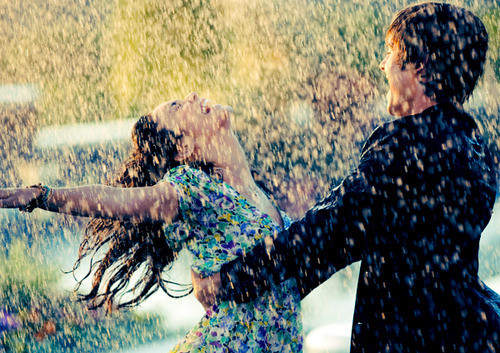 couple, couples, dancing in the rain, happiness, in love, joy, jubilation, light, love, people, photography, pretty, rain, random, zac efron