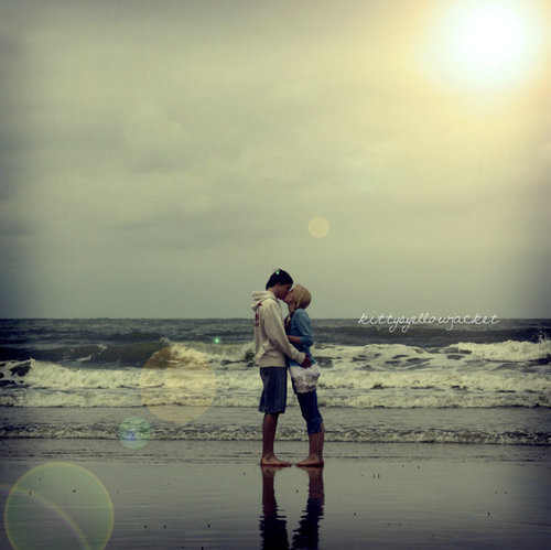 beach, by the beach, couple, couples, coupling, deviant, kiss, kisses, kissing, kittysyellowjacket, lens flare, love, lovers, ocean, photography, sunlight