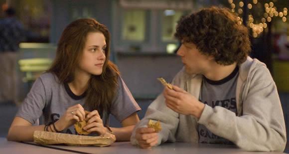adventureland, couple, cute, jesse eisenberg, kristen stewart