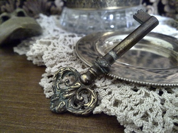 accessories, antique, attic, autumn, beautiful, charming, dark, door, dream, edwardian, elegant, fairytale, fall, find, findings, floral, girl, gold, haunting, jewellery, jewelry, key, love, mysterious, mystery, necklace, old, ornate, pretty, romance