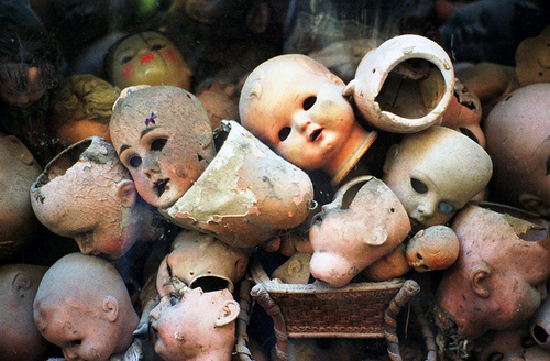 http://favim.com/orig/201106/02/creepy-dark-dolls-photography-scary-Favim.com-63560.jpg