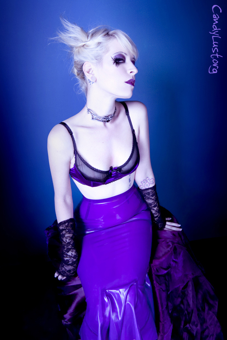 beauty, bra, girl, gloves, latex, make up, make-up, makeup, pin up, pin-up, pinup, platinum purple, purple, purple lips