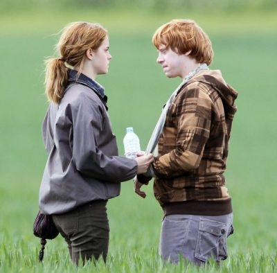 couple, cute, deathly hallows, emma, emma watson, hermione, ron, rupert, rupert grint