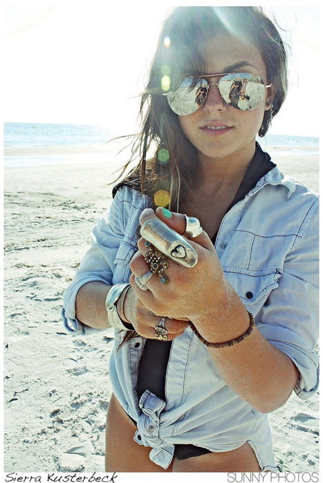 beautiful, girl, photography, rings, sand, sierra, sierra kusterbeck, sun, sunglasses, the beach, versaemerge