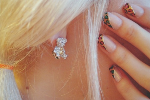 animal print, bear, blonde, cute, diamond, diamonds, earring, fashion, glammour, glitter, hair, nails, photography, pretty, teddy, teddy bear